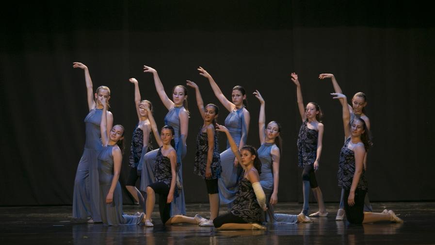 poetar-danzando-12@0.5x